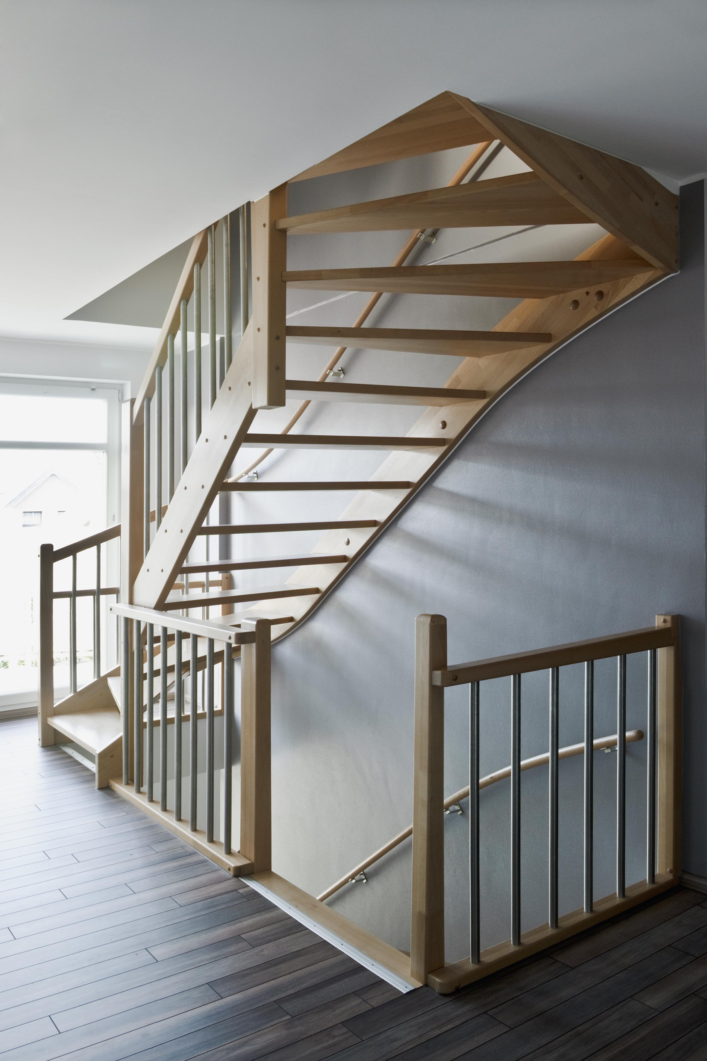 Vaste trap plaatsen naar zolder prijs for Houten trap plaatsen