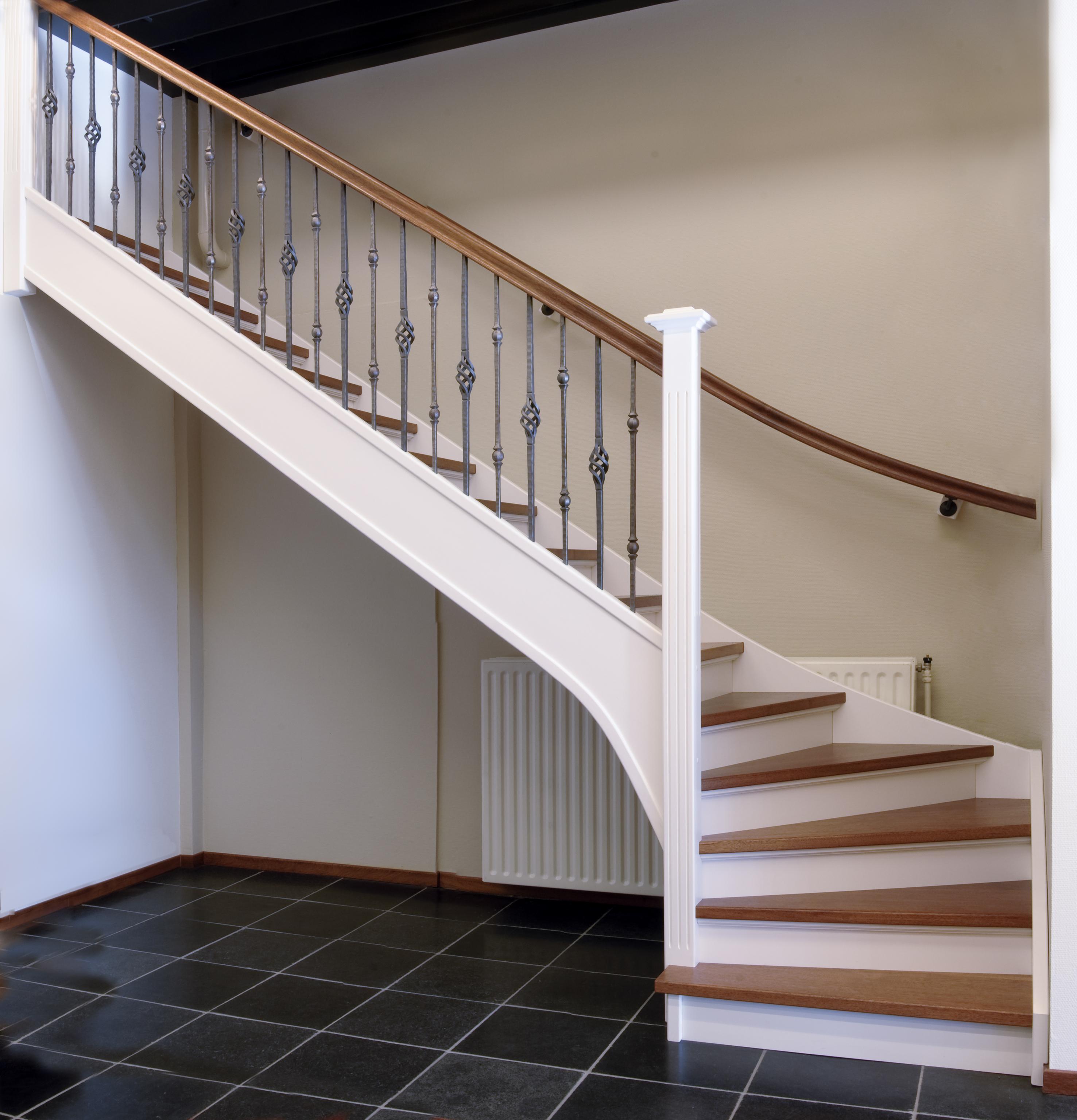 D houten trappen specialist for Vurenhouten trap