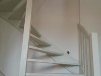 Open trap met balustrade op onderkwart